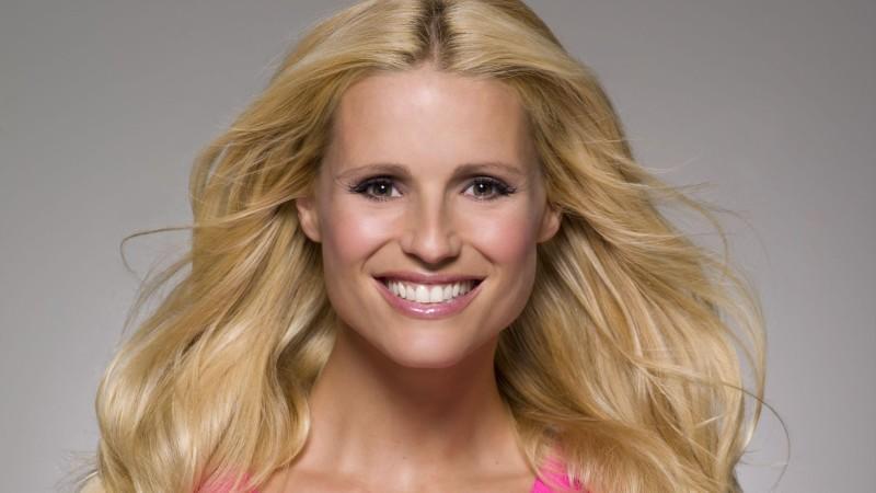 Supertalent-Jurorin Michelle Hunziker verletzt