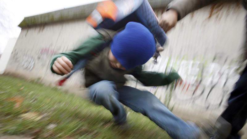 Unglaublich: Lukas (8) ist in der Psychatrie, weil er in der Schule geschlagen und gedemütigt wurde.