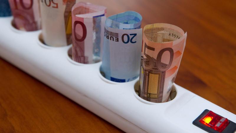 Stromspar-Tipps im Praxis-Test - Mit ein paar Tricks 745 Euro sparen
