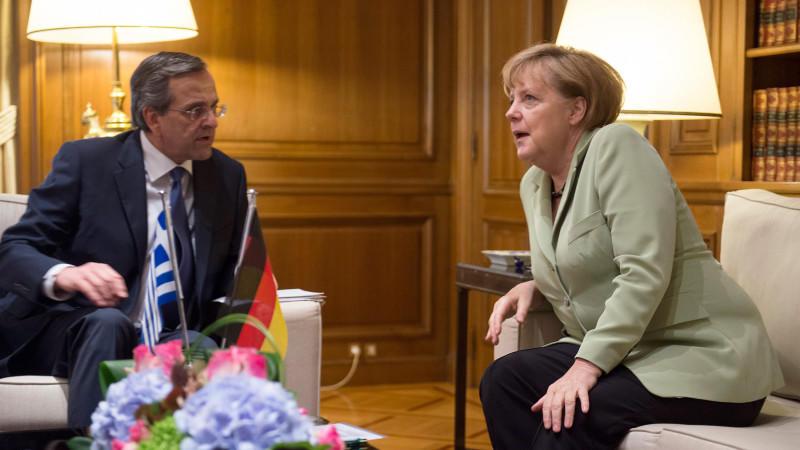 Der griechische Ministerpräsident Antonis Samaras und Bundeskanzlerin Angela Merkel (CDU) treffen sich am 09.10.2012 in Athen.