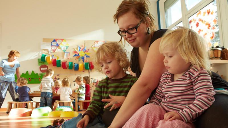 Geschenke sind für Kita-Mitarbeiterinnen in städtischen Kindergärten verboten.