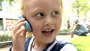 Für kleine Kinder gibt es spezielle Prepaid-Verträge, die Kostenfallen ausschließen. Der Anruf bei den Eltern ist aber immer möglich.