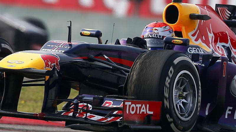Zu schnell für Pirelli: Die Reifen am Auto von Sebastian Vettel lösen sich auf.
