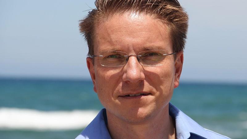 Ferienreporter Ralf Benkö hilft auf Sardinien.