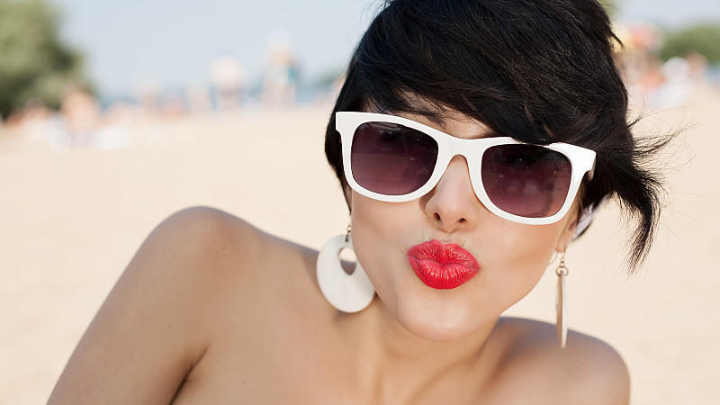 Diese Lippenstift-Farben akzentuieren Ihren Sommer-Teint am besten.