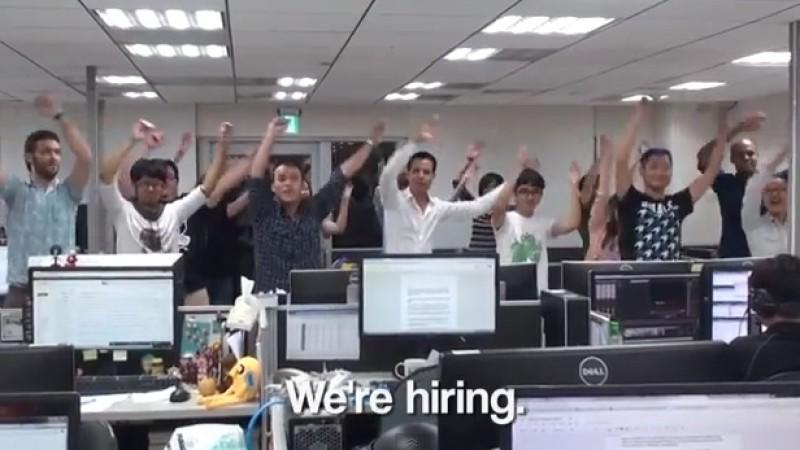 Nach der Video-Kündigung seiner Angestellten tanzt auch der Chef.