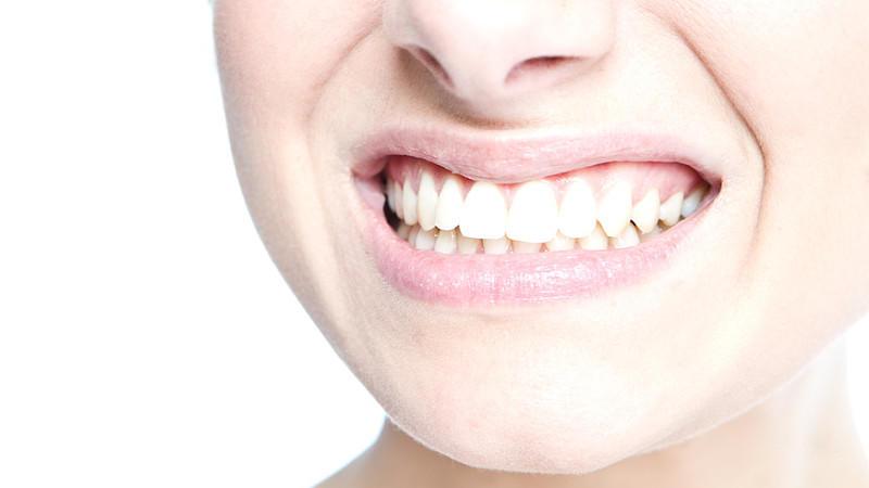 Britische Studie: Mehr Corona-Tote durch schlechte Mundhygiene.