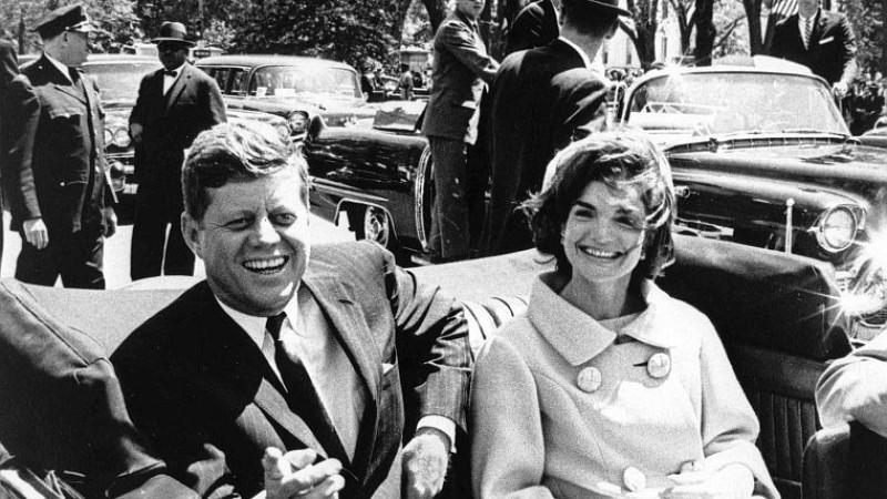epa03949045 (22/89) (FILE) A file picture dated 03 May 1961 shows US President John F. Kennedy and First Lady Jacqueline Kennedy following arrival ceremonies for H. E. Habib Bourguiba, President of Tunisia, at Blair House, in Washington, D.C., USA. 2