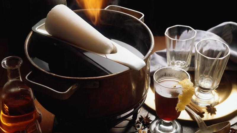 Rezepte für Spekulatius, Kipferl und Feuerzangenbowle