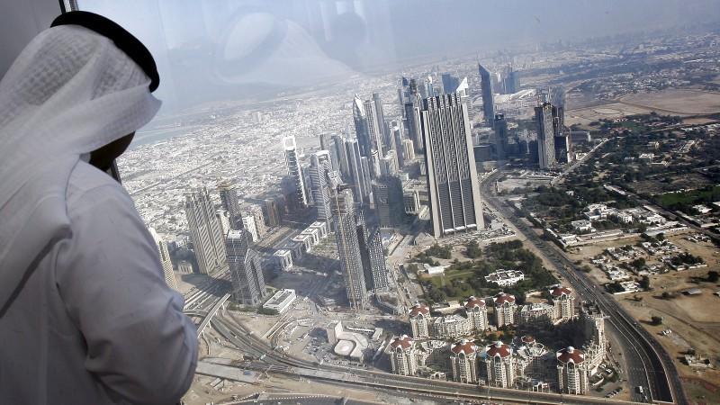 In den Vereinigten Arabischen Emiraten gelten strenge Gesetze, was Alkohol, Rauchen und Bekleidung in der Öffentlichkeit angeht,