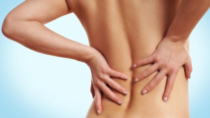 im-sitzen-muskeln-stimulieren-ruckenschmerzen-im-buro-bekampfen