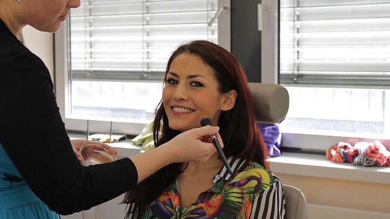 """Fiona Erdmann als sexy Arzthelferin bei """"Unter uns"""""""