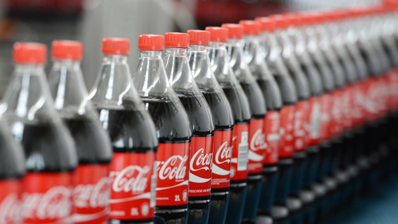 Coca-Cola will jetzt auch alkoholische Getränke vertreiben.