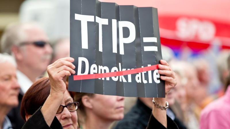 Eine Bürgerinitiative gegen das Freihandelsabkommen ist an der EU-Kommission gescheitert.