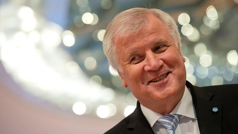 """Bayerns Ministerpräsident will nochmal kandidieren, falls ein """"geordneter Generationenübergang"""" nicht gelingen sollte."""