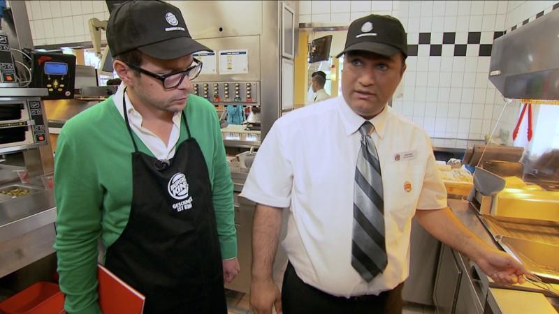 Reporter Alexander Römer bei Burger King