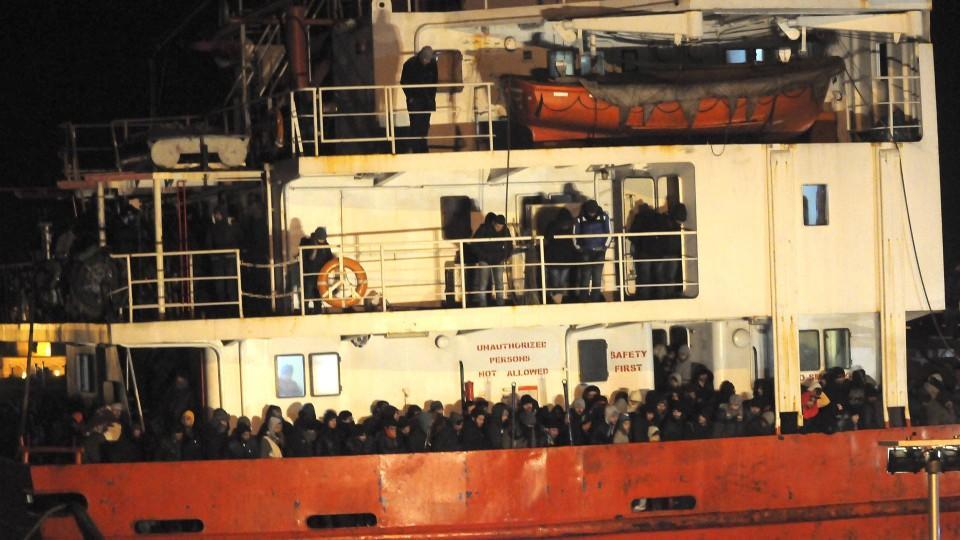 768 Flüchtlinge hat die italienische Marine in den Hafen von Gallipoli gebracht.