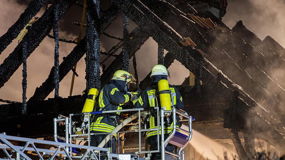 Hannover: Weihnachtsbaum brennt - Zwei Frauen sterben