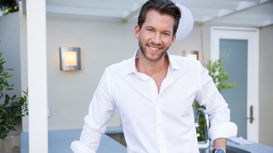 Bachelor Oliver steht im Interview Rede und Antwort