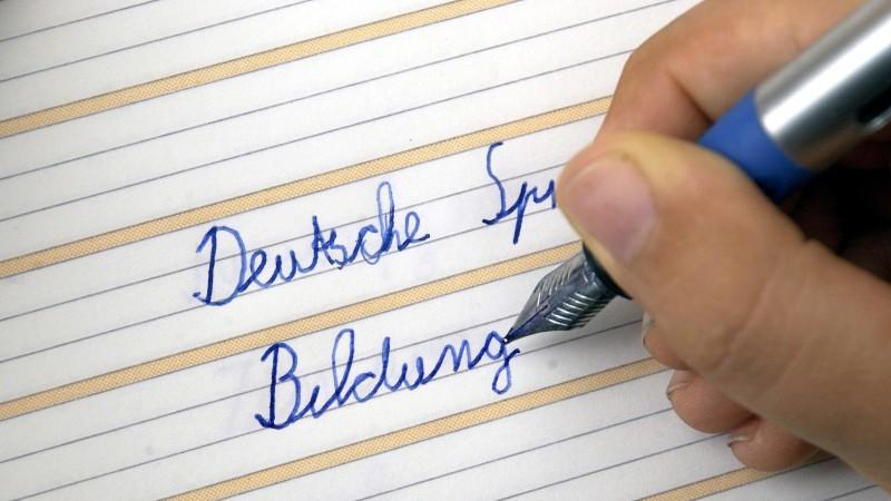 Lernen der Schreibschrift ist laut deutschen Experten wichtig.