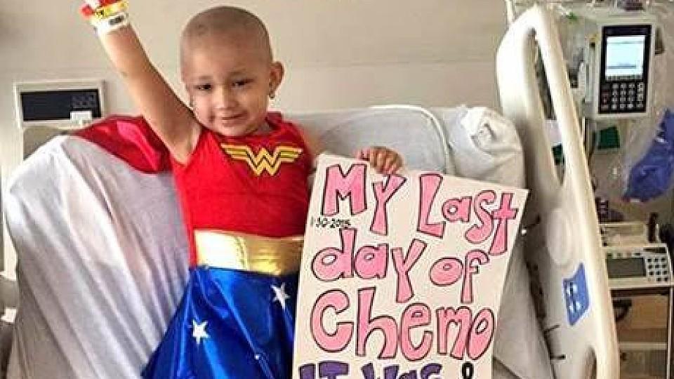 Sophia Sandoval (3) freut sich, ihre Chemotherapie hinter sich zu haben