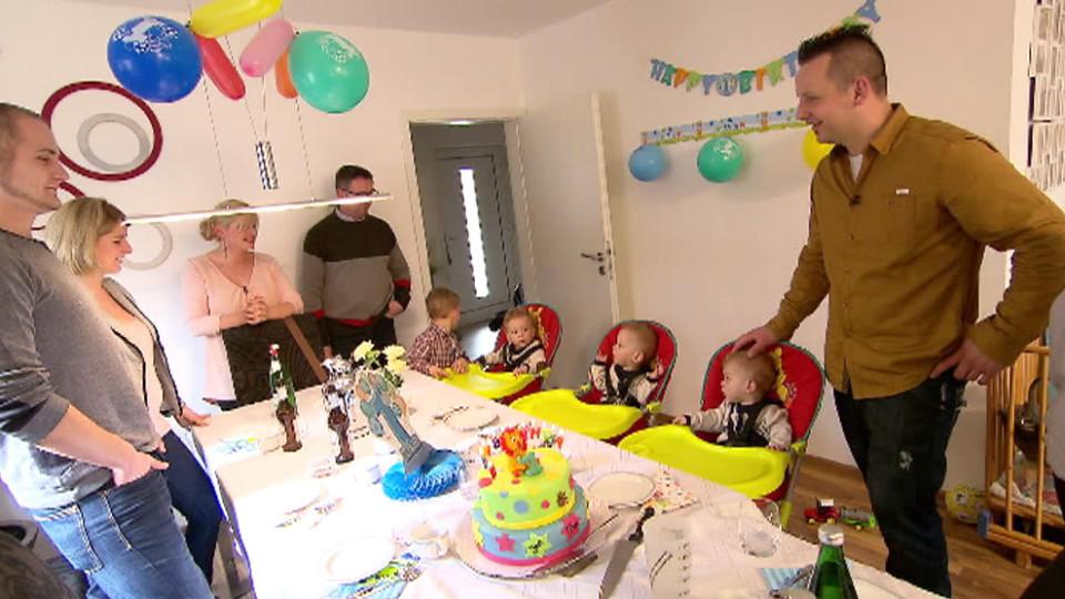 Eineiige Drillinge aus Münster: Jan, Tom und Max feiern ihren ersten Geburtstag