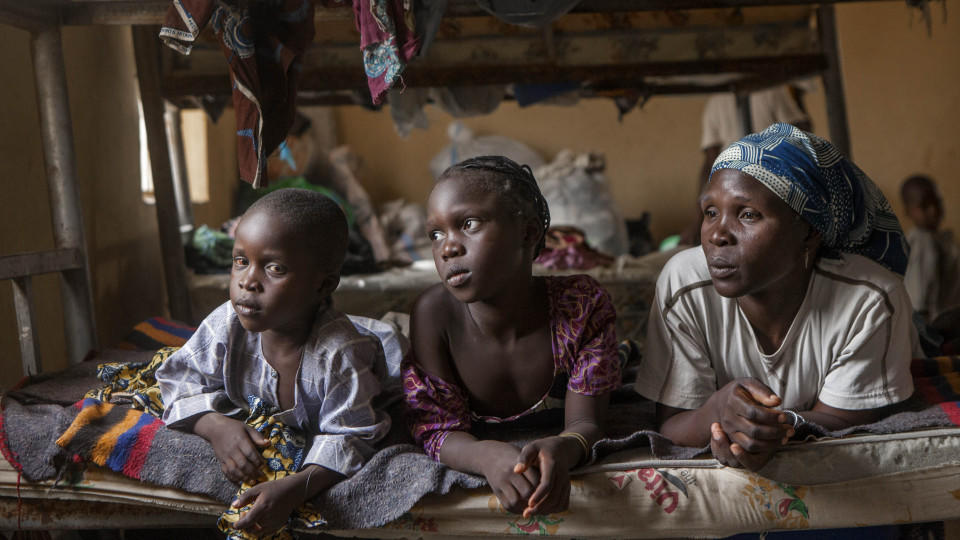 Nigerianische Familie auf der Flucht vor Boko Haram