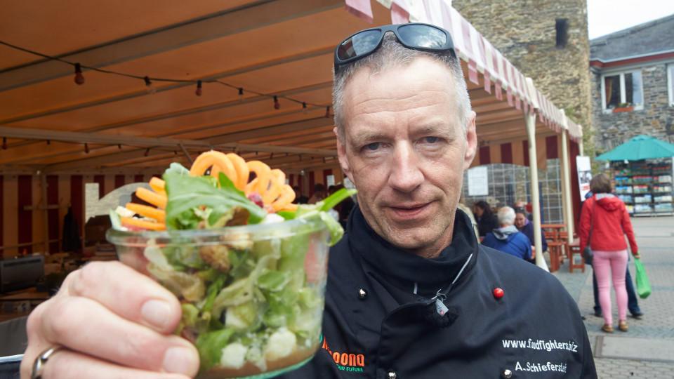 Auf Schloss Rheinfels in St. Goar will Michael Schieferstein ein Zeichen gegen die Verschwendung von Lebensmitteln setzen.