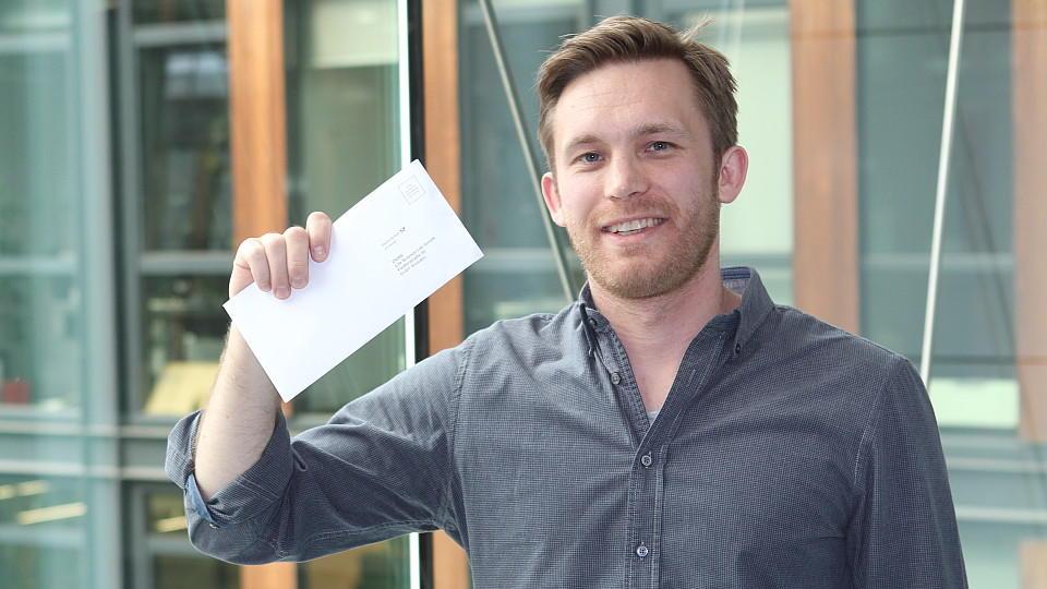 Endlich bei der DKMS registriert: Unser Autor Sebastian Priggemeier will ein Zeichen im Kampf gegen Blutkrebs setzen.