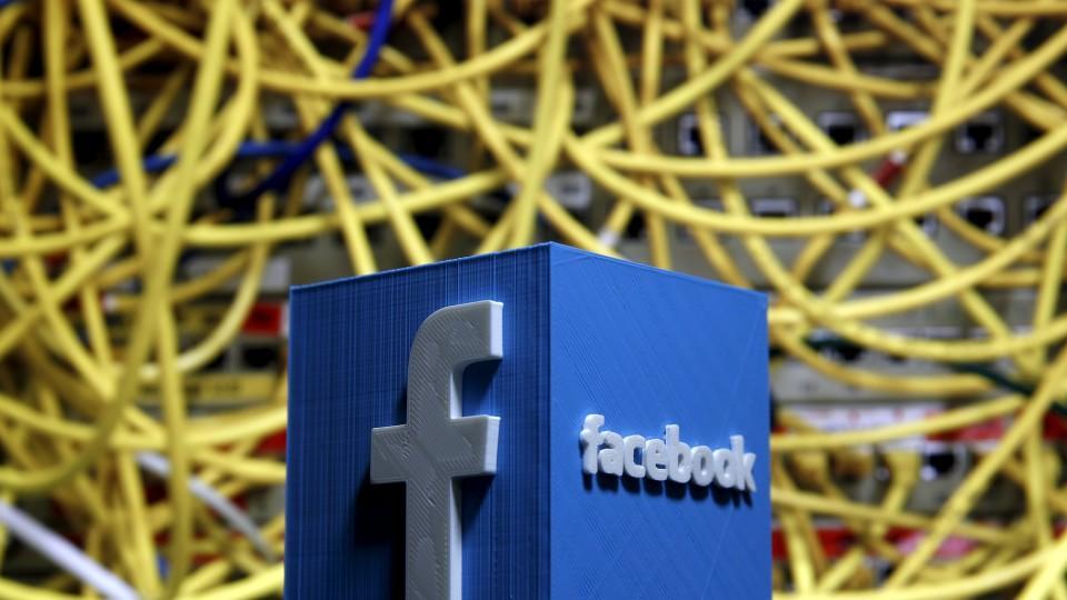 Laut Medienberichten will Facebook mit Hilfe von künstlicher Intelligenz in Zukunft zum Beispiel auch Spam-Meldungen und Gewaltvideos besser filtern können.