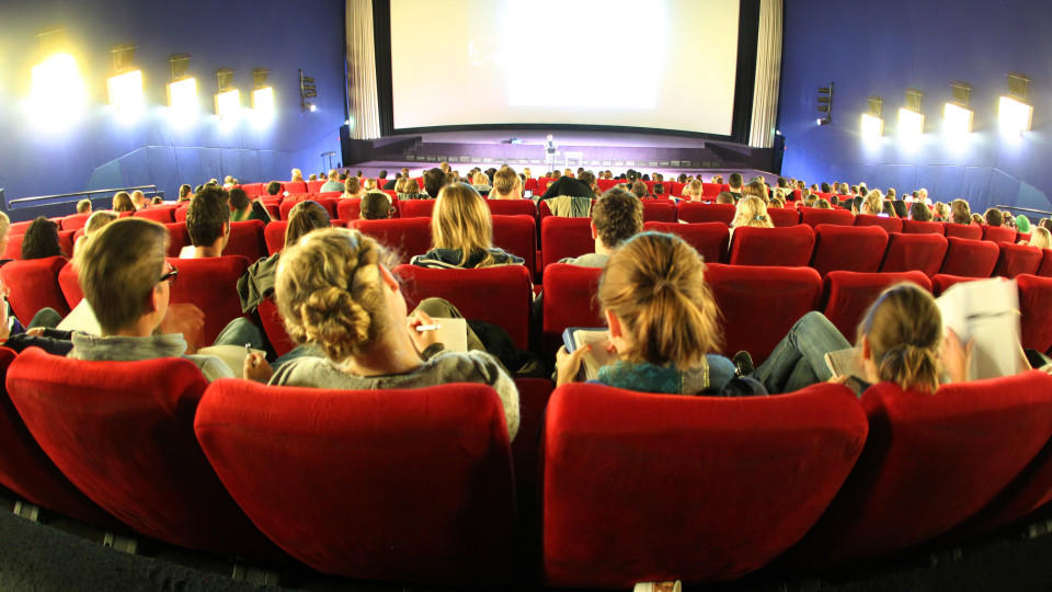 Mutter in Angst - Kino geräumt (Motivbild)