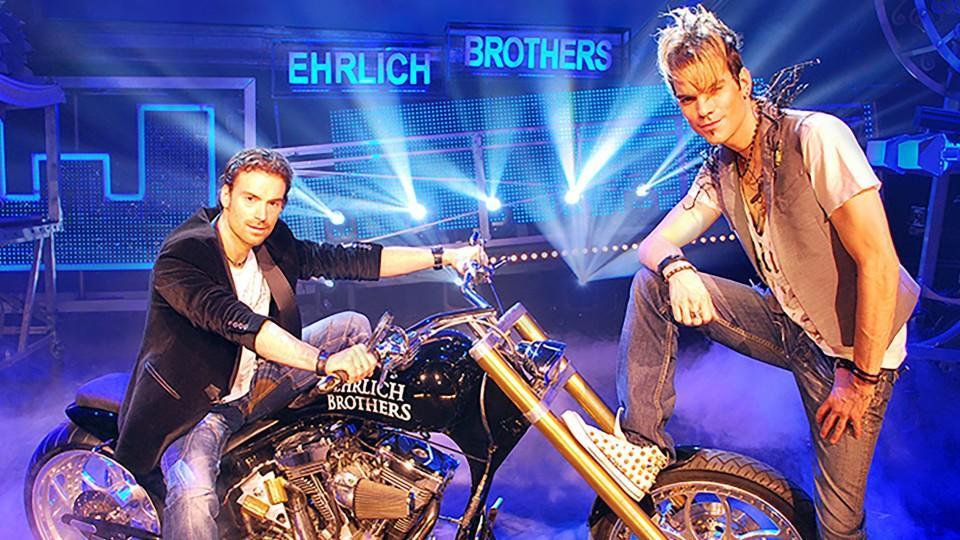"""Die """"Ehrlich Brothers"""" Chris und Andreas Ehrlich entführen ihre Zuschauer in """"Ehrlich Brothers live! Magic - Die einmalige Stadionshow"""" ins Reich der Magie."""