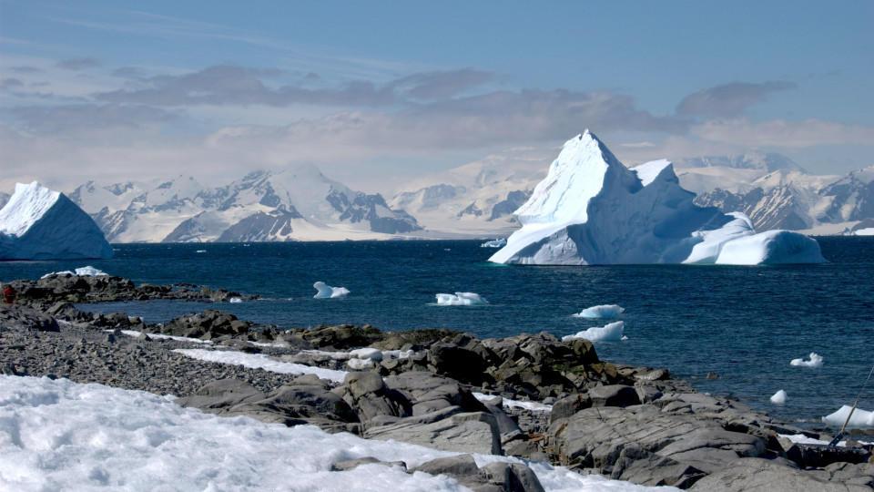 ACHTUNG: DIESER BEITRAG DARF NICHT VOR DER SPERRFRIST, 11. SEPTEMBER 20.00 UHR, VERÖFFENTLICHT WERDEN! EIN BRUCH DES EMBARGOS KÖNNTE DIE BERICHTERSTATTUNG ÜBER STUDIEN EMPFINDLICH EINSCHRÄNKEN.HANDOUT - Eis und Eisberge in der Antarktis (undatriert).