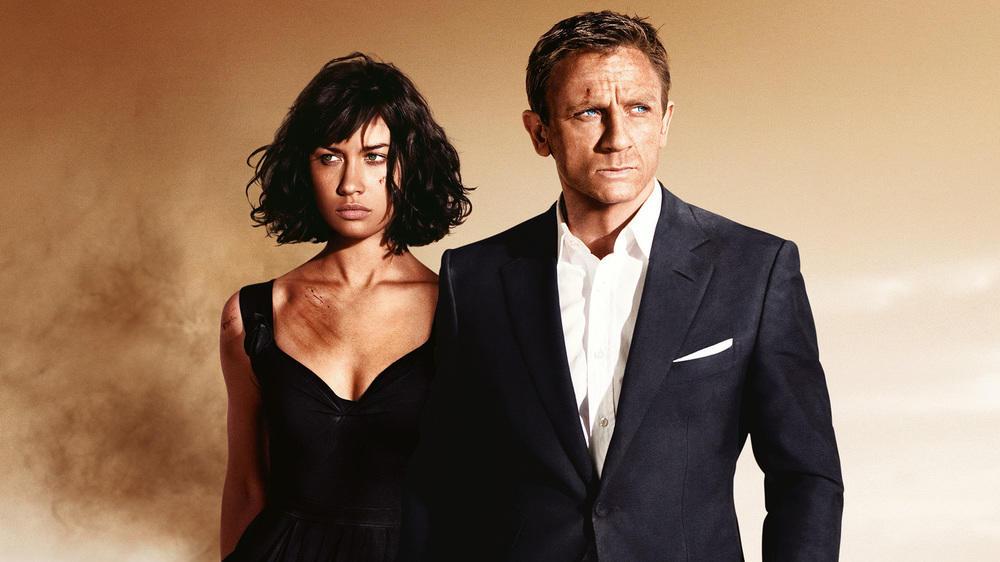 James Bond ist elegant gestylt - auch bei hohen Temperaturen.