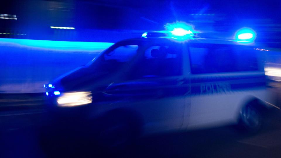 Polizeiwagen mit Blaulicht (Archivbild)