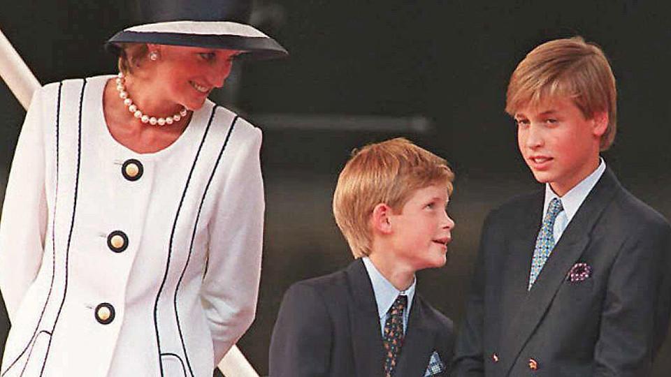 Lady Diana mit ihren Söhnen Harry und William im Sommer 1995.