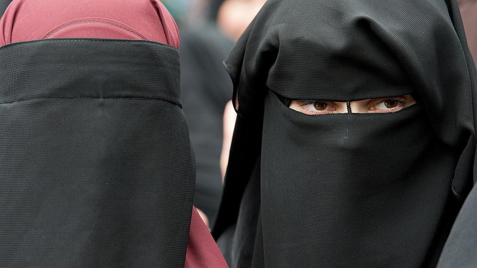 Bei einer Burka handelt es sich um eine islamische Ganzkörper-Verschleierung für Frauen (Foto: Archiv)