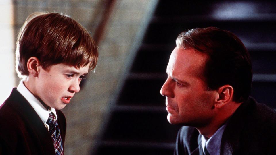 """Der 11-jährige Haley Joel Osment an der Seite von Bruce Willis in """"The Sixth Sense"""""""