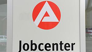In Magdeburg hat ein Hartz-IV-Paar vom Jobcenter aus Versehen 83.000 Euro zuviel überwiesen bekommen.