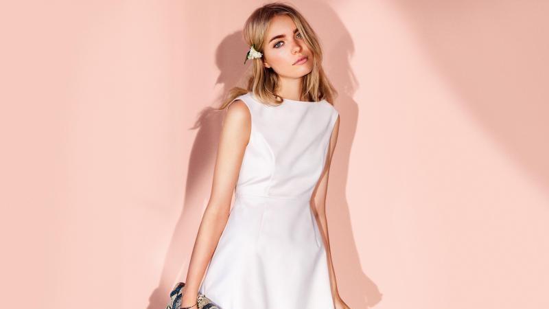 Little White Dress: Weiße Kleider erobern die Modewelt.