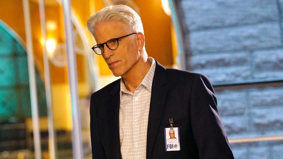 Der neue Chef der Cyber Crime Division: Special Agent D.B. Russell wird gespielt von Ted Danson.