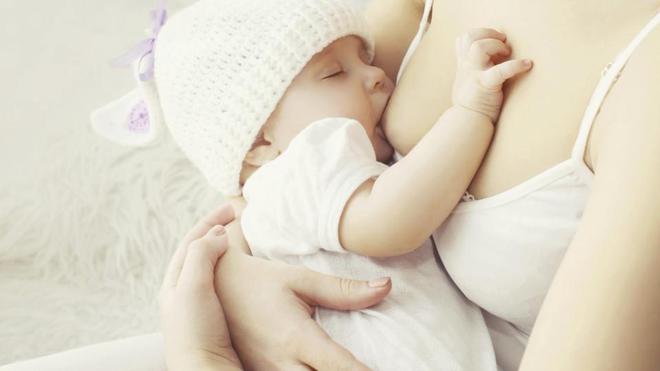 Vor allem am Anfang kommt es bei vielen Müttern zu kleineren Problemen beim Stillen. Meist sind diese ganz normal - wann Sie allerdings zum Arzt gehen sollten, verraten wir hier.