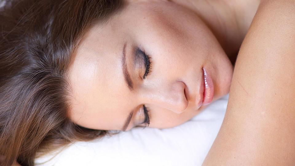 Frauen brauchen mehr Schlaf als Männer.