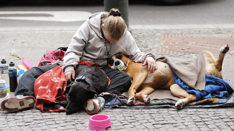 Immer mehr Menschen in Deutschland sind von Armut bedroht - 2014 waren 16,7 Prozent der Deutschen armutsgefährdet.