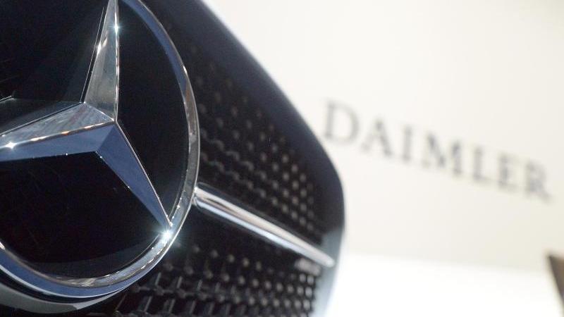 Daimler will trotz hunderte Millionen Euro für Kurzarbeit den Aktionären eine höhere Dividende auszahlen.