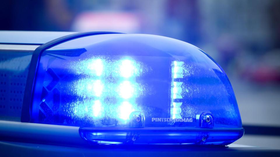 Wien: Ein Vater soll sein Baby durch Schütteln lebensgefährlich verletzt haben, die Mutter schaute nur zu - die Polizei nahm die Eltern fest. (Symbolbild)