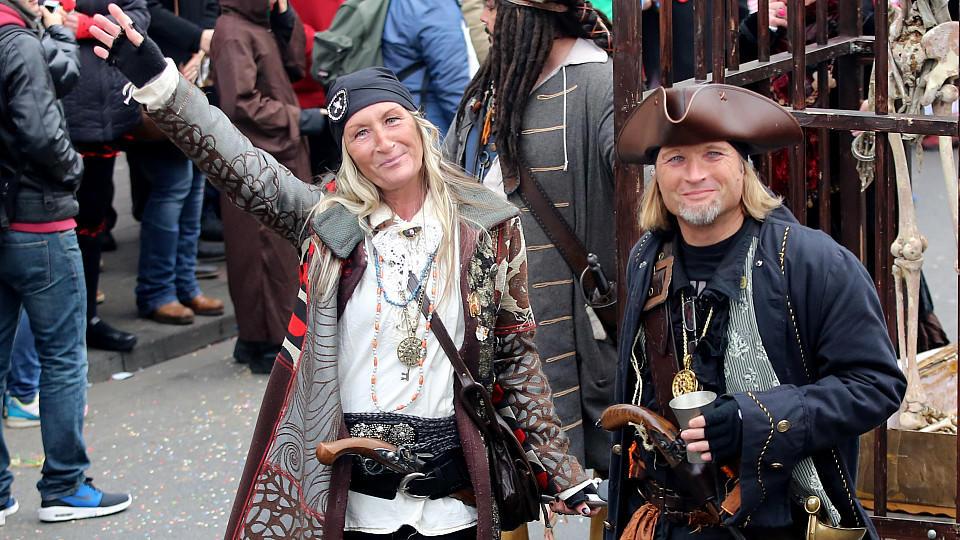 Kölner Polizei appelliert an Karnevalsbesucher: Diese Kostüme könnten verunsichern