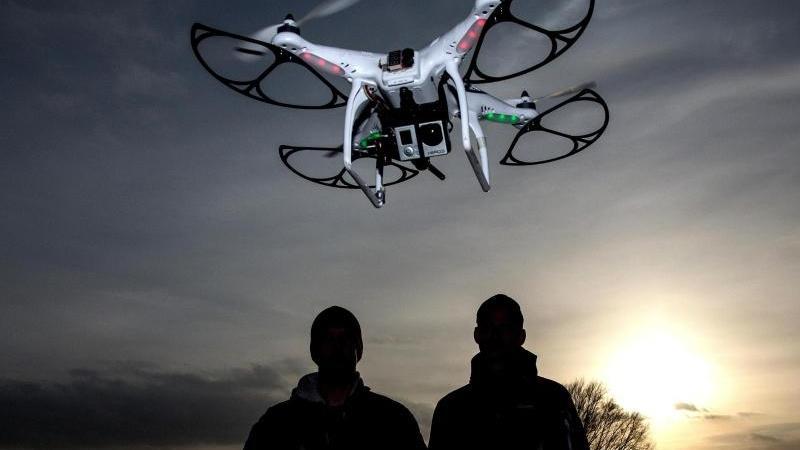 Eine Drohne mit Action-Cam an Bord kann HD-Filme aus der Vogelperspektive aufnehmen. Foto: Axel Heimken