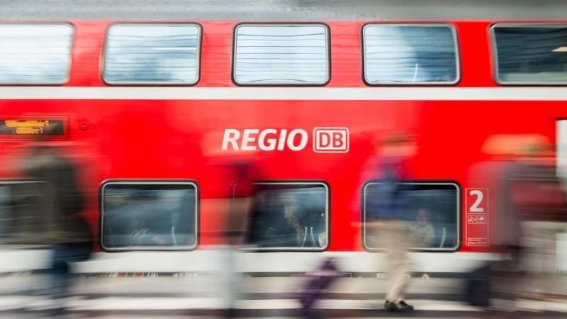 Eine Frau wurde in der Regionalbahn (Symbolbild)