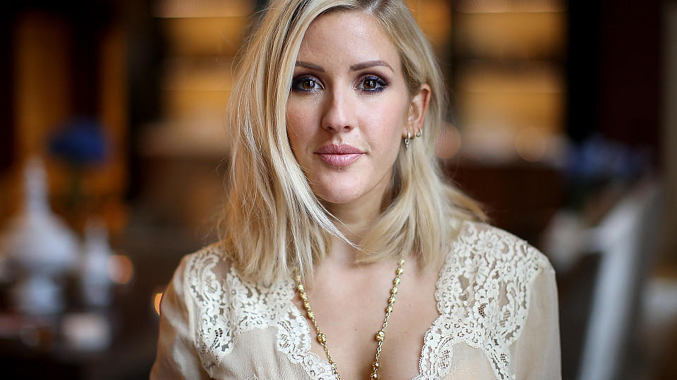 Ellie Goulding wurde mit riesiger Babykugel in London gesichtet.
